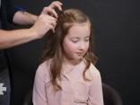 Vienkārša, bet skaista Jaunā gada frizūra mazajām dāmām