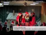 """Jaunpils vidusskolas jaunāko klašu skolēni Suņa gadu sagaida, svinot """"Rūķu Ziemassvētkus"""""""