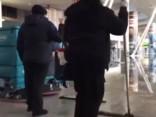 Kenedija lidostā Ņujorkā turpinās haoss: applūdis terminālis