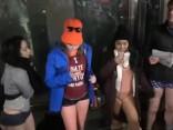 Diena bez biksēm: drosmīgie vizinās metro apakšbiksēs un šortos