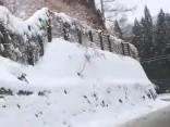 Japānā uzsnigusi līdz 75 centimetriem bieza sniega sega
