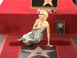 «X-failu» Džiliana Andersone saņem zvaigzni Holivudas slavas alejā