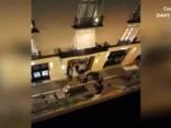 """Aculiecinieka video: laupīšana slavenās Parīzes """"Ritz"""" viesnīcas dārglietu veikalā"""