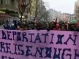 Berlīnē protestē pret bijušās skolas ēkas pārņemšanu, kurā bija iemitinājušies bēgļi