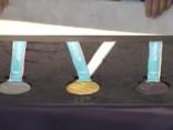 Phjončhanā prezentētas olimpisko spēļu medaļas