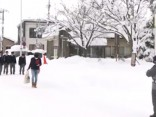 Japānā uzsnigusi līdz 65 centimetriem bieza sniega sega