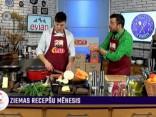 """Restorāna """"Kuk Buk"""" šefpavārs Andris Jugāns gatavo grauzdētu grūbu virumu ar ķirbi, kaņepēm, sieru un ceptiem sīpollokiem"""