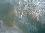 Austrālijā ar dronu izglābj divus slīkstošus pusaudžus