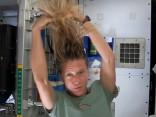 Kā mazgā matus Starptautiskajā kosmosa stacijā