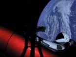 Tesla Roadster sāk ceļojumu kosmosā