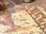 Arheologi Izraēlā atraduši ārkārtīgi retu, krāsaina grieķu mozaīku