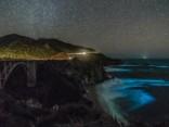 Bioluminiscence Kalifornijā: okeāna viļņi mirdz koši zilā krāsā