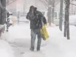 Ziemas vētrā ASV vidējos rietumos gājuši bojā divi cilvēki, atcelti avioreisi