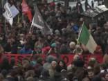 Itālijā tūkstošiem cilvēku protestē pret fašismu un rasismu