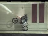 Unikāls šovs –  Baltijas labākais moto triāla braucējs ar motociklu ledus hallē