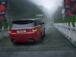 Range Rover hibrīds Ķīnā uzbaucis līdz Debesu vārtiem