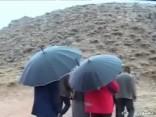Irānā nogāzusies pasažieru lidmašīna; laikapstākļi traucē meklēšanas darbiem