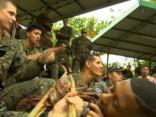 ASV un Dienvidkorejas karavīri izdzīvošanas mācībās Taizemē nogaršo tarantulus un kobras asinis