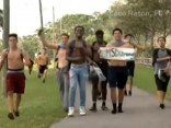Floridas apšaude: ASV simtiem jauniešu dodas demonstrācijās