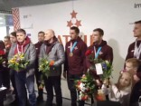 Mājās atgriezušies olimpisko spēļu bronzas medaļu ieguvēji bobslejā