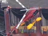 Ņujorkā notiek avarējušā helikoptera izcelšana