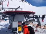 Noskaties: Gruzijas slēpošanas kūrortā satrakojas pacēlājs