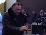 """Slavenākais """"krievs"""" Francijā Žerārs Depardjē dodas pie vēlēšanu urnas"""