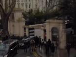 Izraidītie Krievijas diplomāti dodas prom no vēstniecības Londonā
