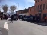 На юге Франции захвачены заложники и обстрелян полицейский