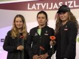 Latvijas dāmu tenisa zvaigznes tiekas ar līdzjutējiem