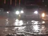Spēcīgs lietus Ķīnā izraisa plūdus