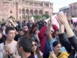 Armēņi priecājas par Sargsjana atkāpšanos