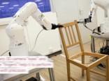 Robots - mēbeļu montieris