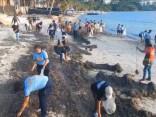 Filipīnu bijušo «paradīzes pludmali» sakopj pirms salas slēgšanas tūristiem