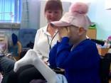 Ārsti meitenītei ačgārni piešuvuši amputēto kāju