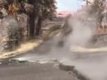 Vulkāns Havaju salās rada plaisas uz ceļiem un citus postījumus