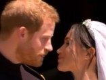 Harijs un Megana ir apprecējušies! Tauta gavilē par Sasekas hercogu pāris iziet pie tautas un sniedz pirmo skūpstu