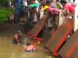 Spēcīgs lietus Šrilankā izraisa plūdus un dubļu nogruvumus