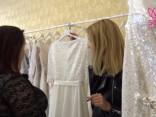 """""""Caur ērkšķiem uz.."""" Inese izvēlas kāzu kleitu"""