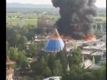 Tematiskajā parkā Vācijā izcēlies ugunsgrēks