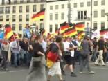 Berlīnē notiek AfD atbalstītāju un viņu pretinieku demonstrācijas