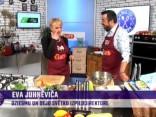 Eva Juhņēviča gatavo ar zilo sieru pildītus šampinjonus un vidusjūras salātus