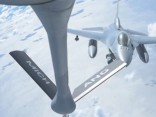 ASV Gaisa spēki demonstrē degvielas uzpildi virs Baltijas valstīm