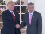 Tramps pirms samita ar Kimu tiekas ar Singapūras premjeru