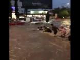 Ilgstošas lietavas Meksikā izraisa plūdus