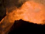 Havaju salu vulkāns - lavas upes un garaiņu mākoņi