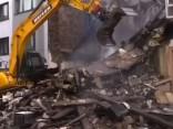 Vācijā pēc sprādziena sagruvusi māja; pieci cilvēki smagi cietuši