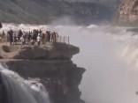 Ilgstošas lietavas Ķīnā izraisa pamatīgus plūdus