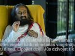 Šri Šri Ravi Šankars sniedz konsultāciju TVNET skatītājam
