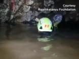 Piegādājot skābekli Taizemes alā iesprostotajiem zēniem, bojā gājis nirējs